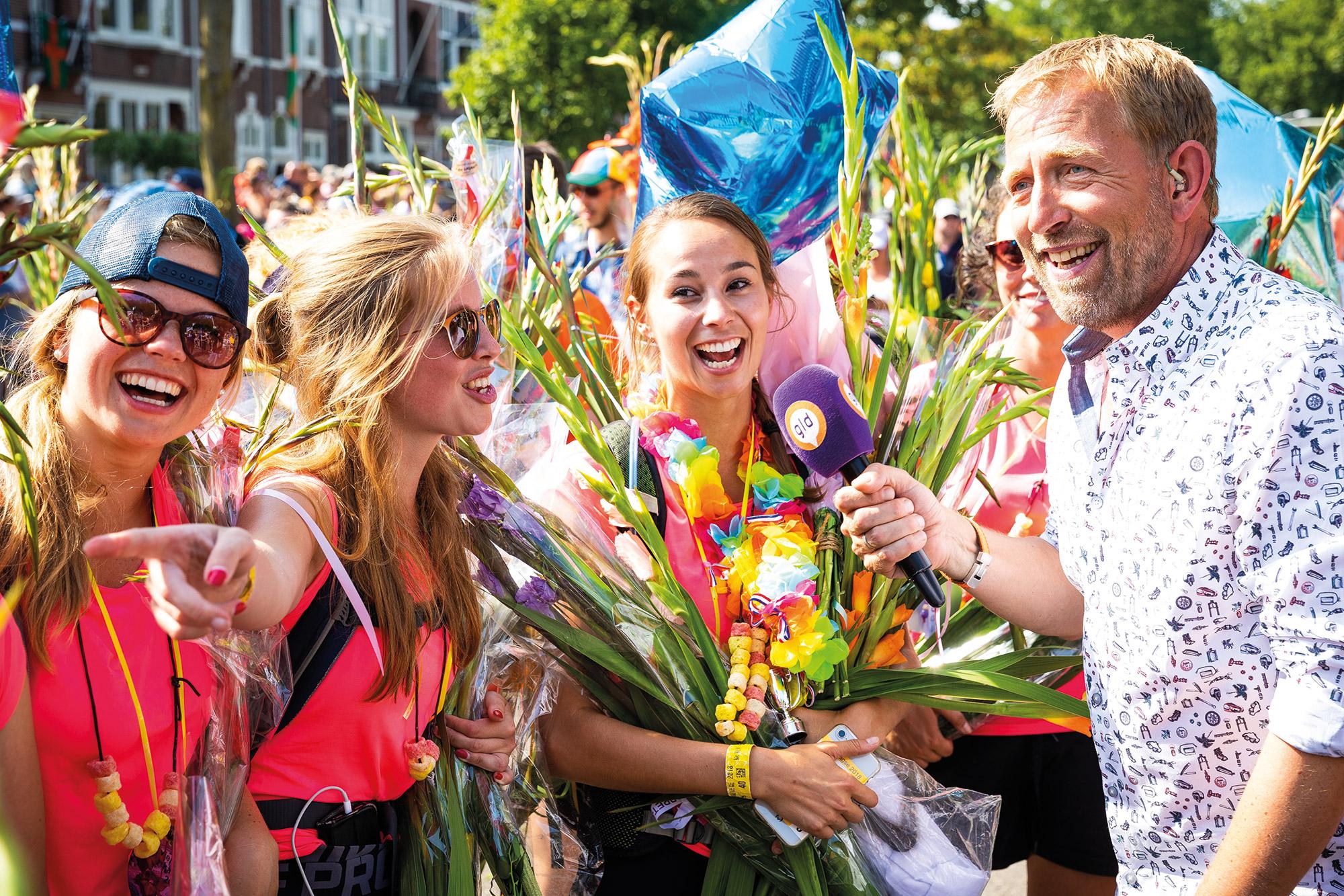 Harm Edens over plastic-reductie tijdens Nijmeegse Vierdaagse: 'Het is eigenlijk misdadig als je níet meewerkt'