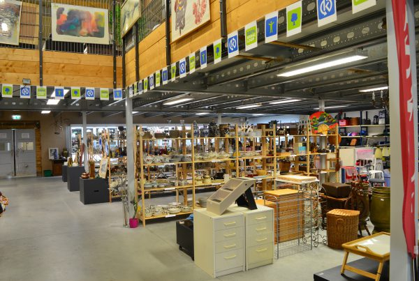 Kringloopwinkel Vintage and More: Scoor originele items voor de feestdagen in de kringloop!